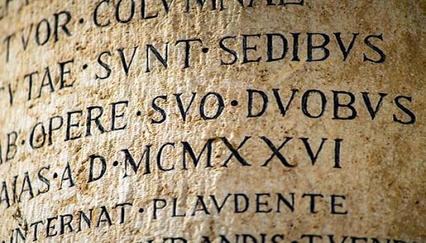Antikkens sprog og kultur. Billede af antik skrift på latin