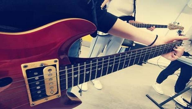 Musik S├©hus6. En guitarspiller